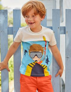 Meet you at the bottom of the sea. This fun T-shirt features underwater designs, brought to life in a shiny foil print. You'll feel right at home wearing it to run along the beach, jump over waves and build the world's best sandcastle.