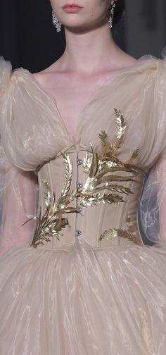 Guo Pei Fall 2017 Couture