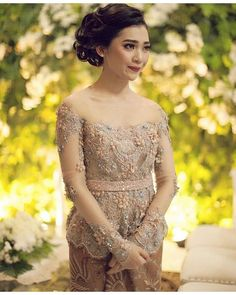 Kiriman Instagram oleh Tri Liest • 8 Jun 2016 jam 10:22 UTC Kebaya Lace, Kebaya Hijab, Kebaya Brokat, Dress Brokat, Kebaya Dress, Batik Kebaya, Batik Dress, Lace Dress, Indonesian Kebaya