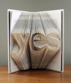Veranderde boeken kunst  Dit unieke aangepaste boek is gemaakt door zorgvuldig vouwen de afzonderlijke paginas van een boek te spellen het woord Ja. Een mooi item te rusten op uw boekenkast of mantel.  Gemaakt van gerecycled boeken, kan elk boek ook worden gemaakt naar uw specificaties. Dit prachtige boek cadeau te geven, of trakteer uzelf!  * Let op, dit boek zal worden aangepast voor elke bestelling. Deze fotos zijn representatief voor het boek dat u ontvangt. Wilt u een specifieke kleur…