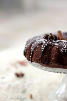 Turta dulce pufoasa - mod de preparare explicat in pasi. Reteta de turta dulce pufoasa. Turta dulce traditionala cu glazura de ciocolata.