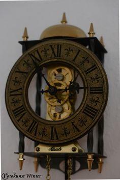 Alte Uhr --- Copyright © by Silke Winter www.fotokunst-winter.de