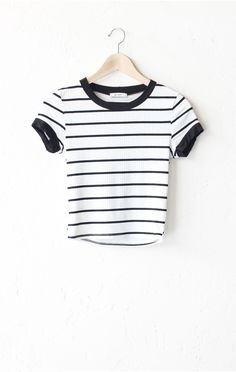 - Description Details: Striped cropped ringer tee in black/white with black contrast collar & sleeve bands. Form fitting, tend to run on the smaller side & are more fitted. Measurements (Size Guide):