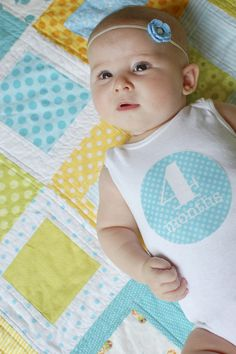Great idea for pics of babies by month~