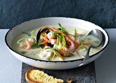 Fiskesuppe med skrei, fennikel og sellerirot Soup And Sandwich, Thai Red Curry, Ramen, Nom Nom, Seafood, Sandwiches, Recipies, Cooking Recipes, Drinks