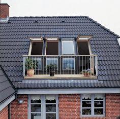 """Balkon met VELUX """"dakterrasvenster""""."""