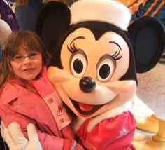 Grâce aux bénévoles de Make-A-Wish France, Élodie est allée a DisneyLand Paris (partenaire de l'association) ! (Pour en savoir plus : https://www.facebook.com/makeawishfrance/ )