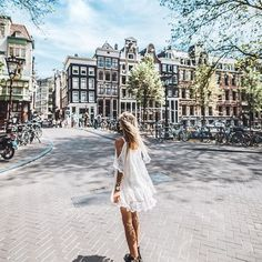 Advertisment/Anzeige princess feels in the streets of #amsterdam you can find all links and information about that outfit on DEBIFLUE.com (link in bio) ❤️ @aboutyoude #aboutyou #aboutyouidols #summer #girl