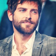 David Giuntoli Actor, Men's Fashion, Muscle, Grimm (as Nick), Eye Candy, Handsome, Good Looking, Pretty, Beautiful, Sexy デヴィッド・ジュントーリ 俳優 メンズファッション グリム Nick Burkhardt, Grimm Tv Show, David Giuntoli, Baby Faces, Celebrity Photos, Sweet Dreams, Detective, Eye Candy, Tv Shows