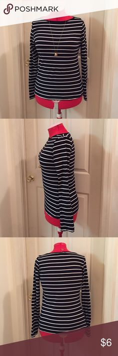 """Forever 21 Striped Long Sleeve Tee Forever 21 Striped Long Sleeve Tee EUC Color: Black & White Striped Size: Large Fabric Composition: 96% Cotton 4% Spandex Measurements when Flat: Bust: 17"""" Waist: 16"""" Length: 23"""" *In excellent condition and was only worn a few times. Forever 21 Tops Tees - Long Sleeve"""
