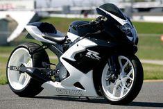 CUSTOM 2005 GSX-R 1000 see custom sportbikes like this at sickshooter.com
