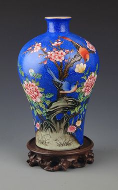 A BLUE-GROUND FAMILLE-ROSE FLOWER JAR. Qing Dynasty, H:8.0 in