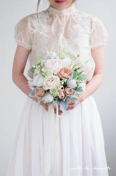 ホワイトローズ×ピンクシルバーグリーン クラッチブーケ Girls Dresses, Flower Girl Dresses, Bridesmaid Dresses, Wedding Dresses, Bouquet, Crown, Flowers, Fashion, Owls