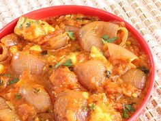 Paneer do Pyaza - Shallow Fried Onion and Cottage Cheese in Tomato and Cream based Spicy Gravy