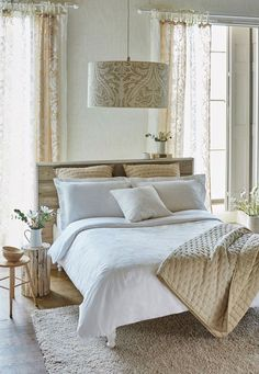 For a tranquil, peaceful bedroom the Harlequin Purity bedding is perfect.