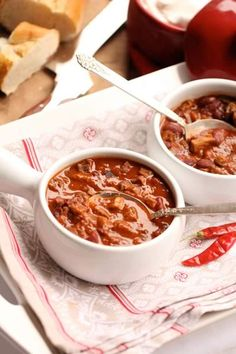 Celebrate Deer Season With the Best 10 Venison Chili Recipes The best way to make venison chili is to enjoy your own recipes, but if you want to experiment then give these great deer chili recipes a try. Deer Recipes, Wild Game Recipes, Chili Recipes, Venison Chili Recipe, Venison Recipes, Venison Meals, Cooking Venison, How To Cook Venison, Deer Meat