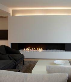 eclairage indirect salon avec un design moderne et cheminee d'interieur
