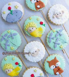 (@gizemintatlidunyasi): Küçük Prens 👑 #lepetitprince #lepetitprincecookies #küçükprenskurabiye Little Prince Party, The Little Prince, Cookies Fondant, Prince Cake, Mr Wonderful, Cookie Pops, Baby Shower, Cookie Decorating, First Birthdays