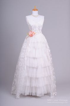 1950s Ruffled Lace Vintage Wedding Gown : Mill Crest Vintage