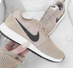 Nike Shoes OFF!> Nike womens running shoes are designed with innovative feat.- Nike womens running shoes are designed with innovative feat… Nike Trainers, Nike Sneakers, Cute Shoes, Me Too Shoes, Souliers Nike, Shoe Boots, Shoes Heels, Boat Shoes, Pumps