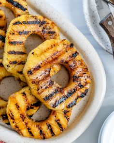 These Grilled Pineapples are the ultimate summer side dish that will perfectly complement any of your grilled or fried dishes! #plantbasedonabudget #grilled #pineapples #fruit Vegan Side Dishes, Summer Side Dishes, Vegan Dinner Recipes, Vegan Dinners, Fruit Recipes, Summer Recipes, Vegetable Kebabs, Vegan Grilling, Football Food