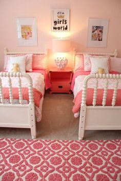quarto pequeno para duas meninas com duas camas Sister Bedroom, Little Girl Bedrooms, Teenage Girl Bedrooms, Big Girl Rooms, Girls Bedroom, Bedroom Ideas, Kids Rooms, Bedroom Decor, Shared Bedrooms