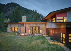 Carney Logan Burke Architects are responsible for the design of this rustic and refined home, nestled on a hillside amidst the beauty of the Snake River canyon in Jackson Hole, Wyoming. Snake River Canyon, Shingle Style Homes, Mountain Modern, Mountain Landscape, Coastal Homes, Cool House Designs, Architect Design, Barn Wood, Real Estate