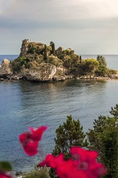 Planning a trip to Sicily? Checkout this guid to all the best sites, a great route to get around, and helpful tips to keep in mind along the way Italy Trip, Italy Travel, Sparkling Waters, Best Sites, Best Location, Beautiful Islands, Sicily, Helpful Tips, Road Trip