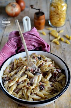 Mezze penne alla toscana Italian Dishes, Italian Recipes, Healthy Chicken Dinner, Creamy Pasta, Weird Food, Penne, Original Recipe, How To Cook Pasta, Pizza