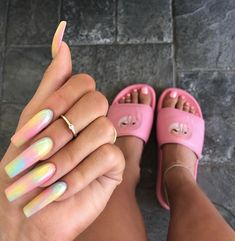 The weather in summer is too hot. Even the nails want to be cool. Haven't you started the nail art? If you haven't started yet, I have a lot of nail art to recommend to you. In the hot summer sun, colorful nails are very eye-catching. Tie Dye Nails, Coffin Nails Designs Kylie Jenner, Kylie Nails, Drip Nails, Sky Nails, Pink Nails, Pastel Nails, Gold Nails, Long Nails