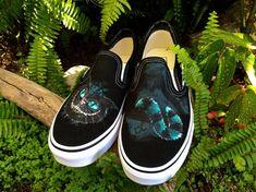 Articles similaires à Le chat de Cheshire personnalisé Vans peintes à la  main     Alice au pays des merveilles     chaussures sur Etsy 521d5db509c4