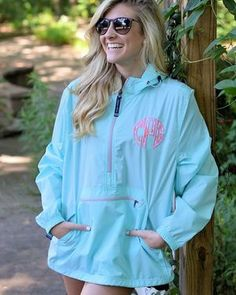 Our monogrammed pack-n-gos are perfect for warm weather❕Shop link in bio #onlineshopping #shopping #letschacha #lillypulitzer #monogrammed #monogrameverything