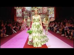 Alexander McQueen | Spring Summer 2018 Full Fashion Show | Exclusive - YouTube