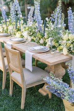 Wedding Tv Shows, Paris Garden, Blue White Weddings, Garden Baby Showers, Blue Garden, Wedding Table Settings, Here Comes The Bride, Garden Styles, Event Decor