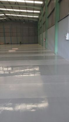 KN Imprimación Proafloor.-KD Epoxi ral 7040- y sellado pasillos con KL Proafloor Transparente