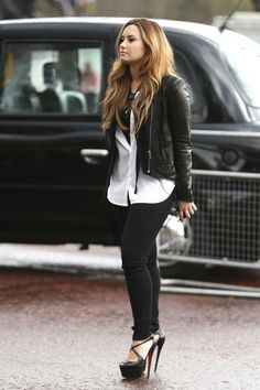 Demi i love that look its so casual & i really love that long but not too long wight top and that black leather jacket goes so well with those black skinny jeans and black high heels lol xxxxx keep it up Demi !!!