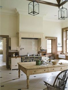 Traditional country kitchens are a design option that is often referred to as being timeless. Over the years, many people have found a traditional country kitchen design is just what they desire so they feel more at home in their kitchen. Georgian Kitchen, French Kitchen, Country Kitchen, New Kitchen, Kitchen Dining, Kitchen Decor, Kitchen Rustic, French Stove, Rustic Kitchens