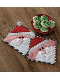 New Quilt Patterns - EXCLUSIVELY ANNIE'S QUILT DESIGNS: Dear Santa Kitchen Set Pattern
