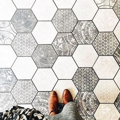 hexagon tile In conjunction with the W&D Renovates series, Wit & Delight provides a visual overview of cement tile, used as both flooring and in unexpected places.