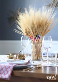 Be inspired by things around you to make these beautiful Thanksgiving centerpieces with these easy table decoration ideas, since your holiday table just isn't complete without a lovely Thanksgiving DIY focal point. Wheat Centerpieces, Diy Thanksgiving Centerpieces, Thanksgiving Diy, Centerpiece Ideas, Centrepieces, Deco Floral, Floral Design, Fall Table, Partys