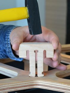 CNC plywood joint- Indoor only Electron Chair: A Waste-Free Flat Pack Furniture Solution - Cnc Projects, Furniture Projects, Diy Furniture, Furniture Stores, Costco Furniture, Furniture Dolly, Furniture Chairs, Furniture Upholstery, Modern Furniture