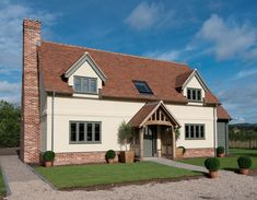 Since 1980 Border Oak have specialised in the design and construction of exceptional bespoke oak framed buildings across the UK and abroad Brick Rendering, Rendered Houses, Border Oak, Oak Framed Buildings, Weatherboard House, Oak Frame House, Self Build Houses, Bungalow Exterior, Cottage Exterior