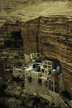St george monastery is perched over the canion of Wadi Qelt, in the Judaean desert, holy land Palestine, Places To Travel, Places To See, Places Around The World, Around The Worlds, Map Pictures, Israel Travel, Ancient Beauty, Amazing Buildings