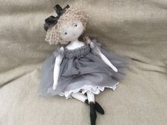 Capucine dans sa robe couleur ciel d'orage...(35cm) - Le Jardin des Farfalous