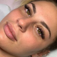 Natural Fake Eyelashes, Perfect Eyelashes, False Eyelashes, Eyelash Extensions Styles, Volume Lash Extensions, Perfect Eyebrow Shape, Eyelash Perm, Thick Brows, Dramatic Eyes