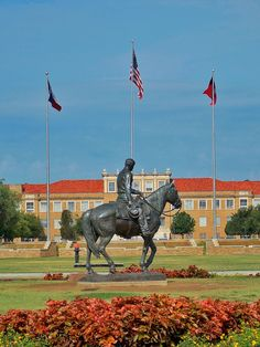 Riding into the Sunset, a tribute to Will Rogers and his horse Soapsuds Statue, Will Rogers Memorial Center Tower, Fort Worth, Texas (1947) by Electra Waggoner Biggs, commissioned by Amon G. Carter.