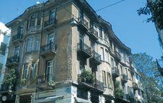 Το κτίριο που κυματίζει, Μπενάκη και Αραχώβης, στα Εξάρχεια Attica Greece, Neoclassical, Athens, Old Photos, My Eyes, Greek, Street View, Museum, Memories
