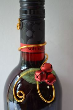 This is gorgeous and so simple - Christmas wine bottle decoration