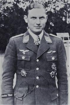 """Hauptmann d.R. Otto Weßling (1913-1944), Ritterkreuz 03.09.1942 als Oberfeldwebel und Flugzeugführer in der 9./Jagdgeschwader 3 """"Udet"""", Eichenlaub (530) 20.07.1944 als Oberleutnant und Staffelkapitän 11./Jagdgeschwader 3 """"Udet"""" ✠ 83 Luftsiege, ca. 500 Feindflüge. Am 19 April 1944 bei Eschwege im Luftkampf gefallen."""