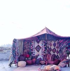 Roof-top set-up: colourful Moroccan/African style tent Best Tents For Camping, Tent Camping, Bohemian House, Bohemian Decor, Macarons, Hipster Apartment, A Frame Tent, Gypsy Living, Sleeping Under The Stars